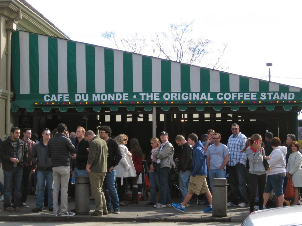 A line of people waiting for beignets outside of Cafe Du Monde.