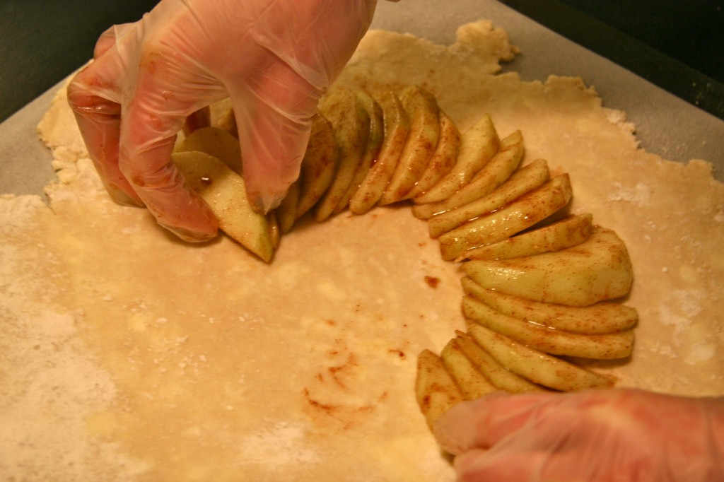 Arrange the apples on the prepared dough.