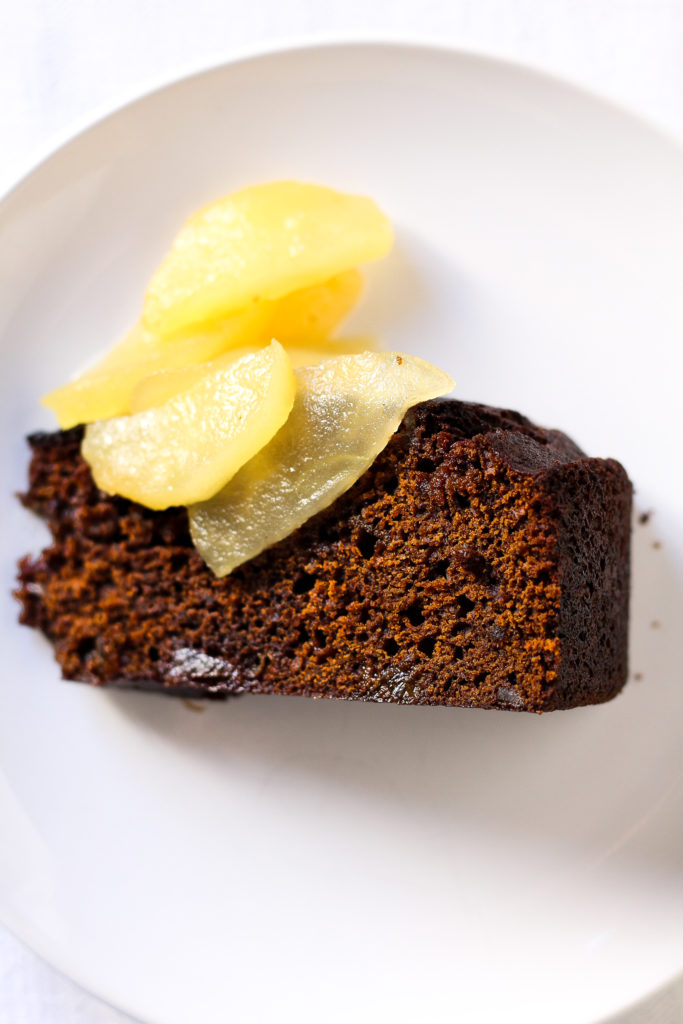 gingerbread slice with brandied apples